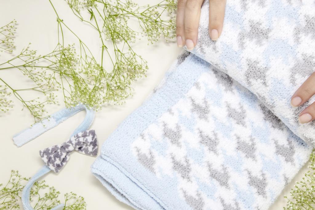 Demdaco_Nat-Jules-Blanket-Blue_Promo
