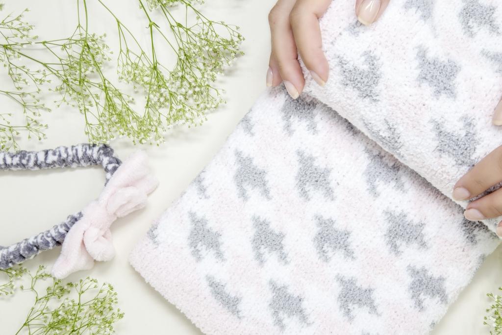 Demdaco_Nat-Jules-Blanket-Pink_Promo